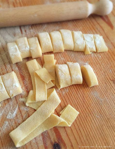 pappardelle fatte in casa pappardelle fatte in casa in cucina con le mie amiche