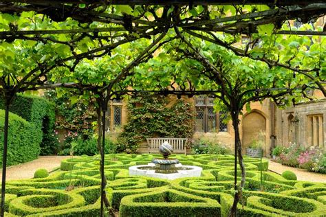 sudeley castle gardens    entry bbc gardeners