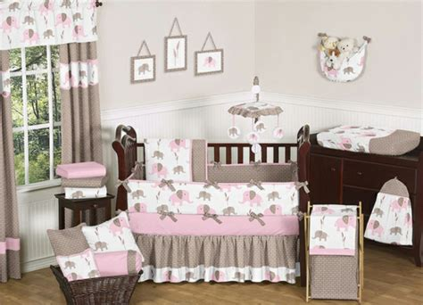 mädchen schlafzimmer kronleuchter babyzimmer altrosa design