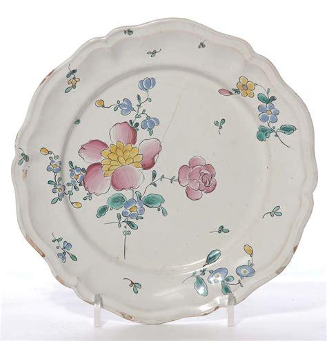 aste lodi pavia piatto in maiolica a decoro floreale manifattura lodi
