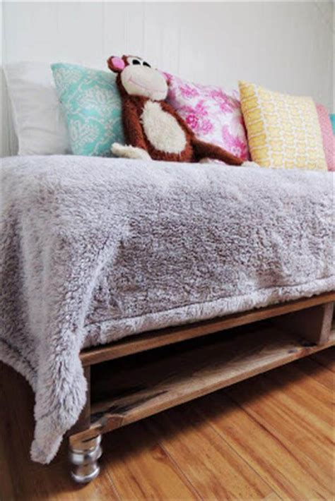 diy pallet bed tutorial diy cool and easy pallet bed tutorial 101 pallets