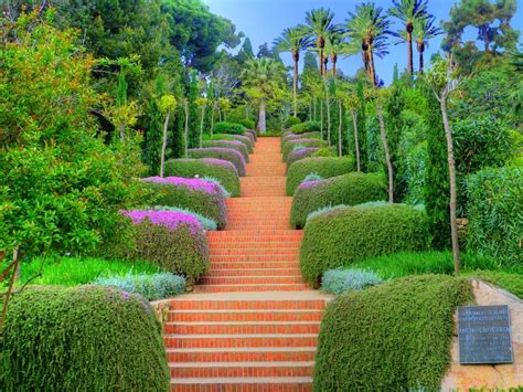 Description Of A Beautiful Garden Paradise In Islam