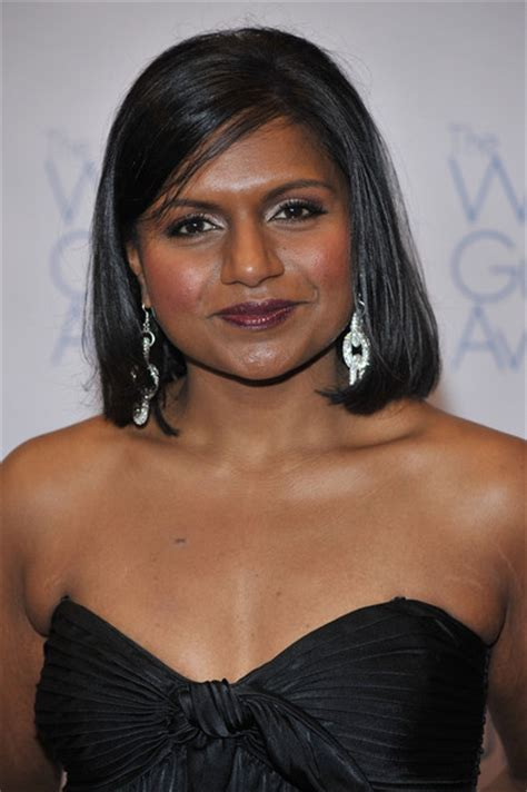 mindy kaling bio mindy kaling biography birth date birth place and pictures