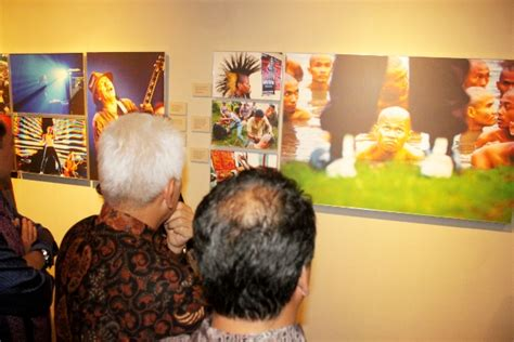 Buku Antara Ekonomi Budak Dan Ekonomi Orang Merdeka Vn kilas balik 2011 pameran dan peluncuran buku fotografi