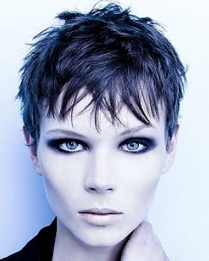 Women Sexy Short Haircuts In Extremely Short Length.PNG