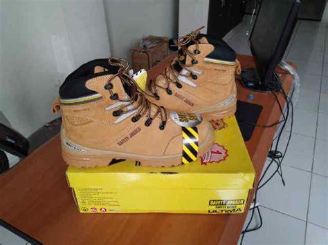 Sepatu Safety Jogger Ultima S3 Hro jual sepatu safety jogger ultima s3 esd hro safety