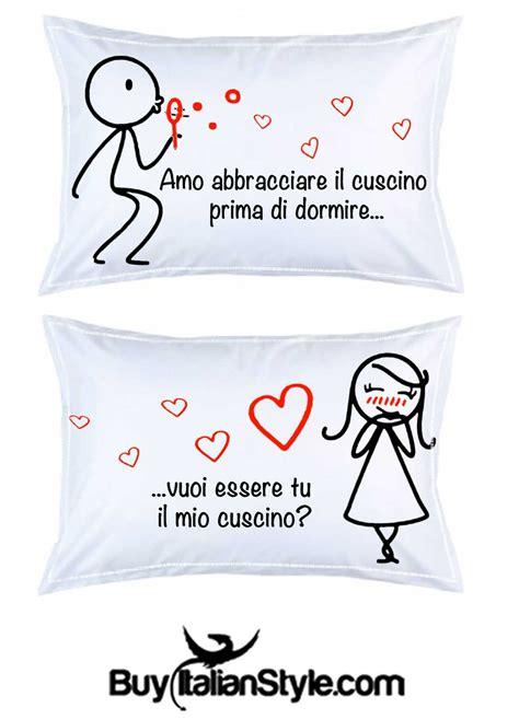 immagini innamorati a letto coppia federe vuoi essere il mio cuscino