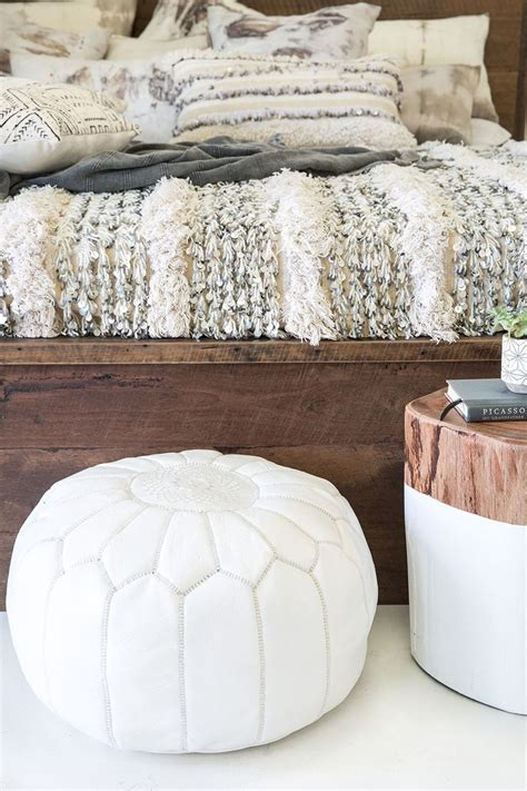 bedroom pouffe 25 best ideas about moroccan bedroom on pinterest