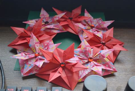 Modular Origami Wreath - modular origami wreath by denierim on deviantart