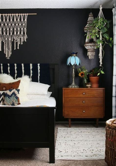 black walls in bedroom 27 stylish bedrooms with black walls digsdigs