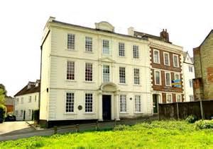 Raglan House by Raglan House 169 Philip Pankhurst Geograph