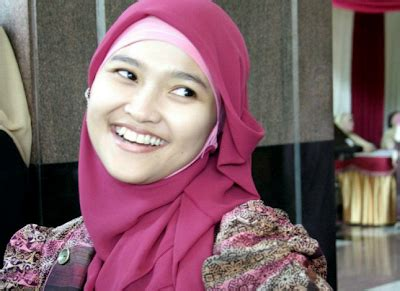 tutorial hijab yg cocok untuk berkacamata jilbab yang cocok untuk wajah bulat tutorial hijab