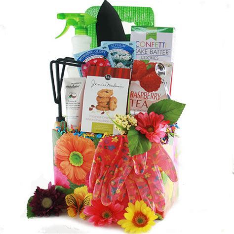 Gifts For Gardeners Ideas Gardening Gift Baskets Garden Gardening Gift Basket Diygb