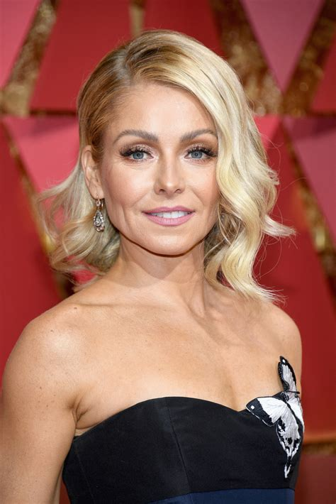 kelly ripa hair kelly ripa medium wavy cut medium wavy cut lookbook