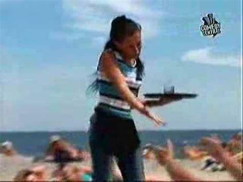 chicas en la playa youtube curiosas mujeres en la playa youtube