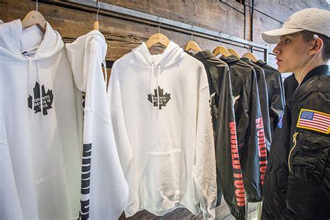 Hoodie Justin Bieber Toronto beliebers swarm justin bieber pop up shop in toronto