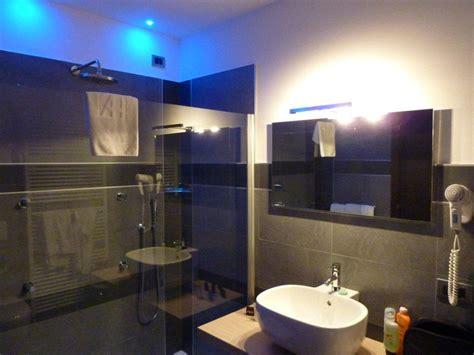 designer bad quot designer bad mit lichteffekt quot hotel arthur maranello