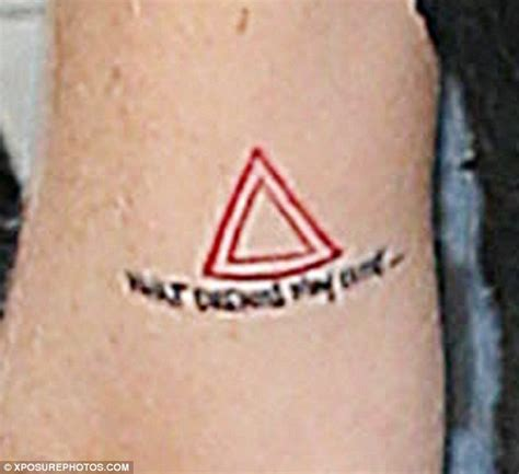 lindsay lohan tattoos lindsay lohan alters and shows new inking