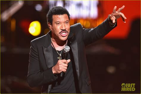 Whats Wrong With Richie by Lionel Richie S Name Spelled Wrong At Bet Awards 2014