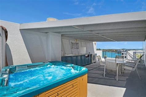 1 bedroom apartment sunshine coast 1 bedroom rooftop apartment picture of breakfree grand