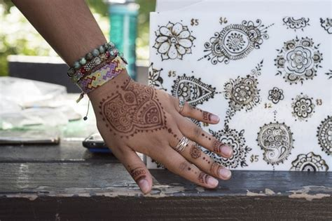 henna tattoos cultural appropriation brown and bothered henna appropriation cherry picks