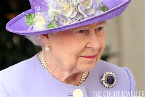 queen elizabeth ii glistens in diamonds and sapphires for queen elizabeth s sapphire brooches the court jeweller