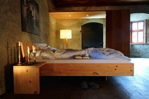 schlafzimmer mit zirbenholz topateam schreiner