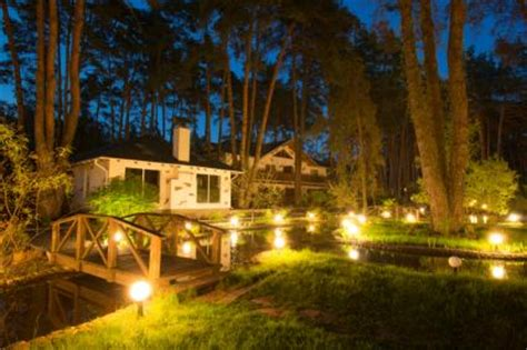 Outdoor Landscape Lighting Ideas Lovetoknow Landscape Lighting Ideas