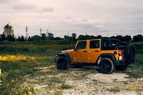 Drivers Jeep Car And Driver Jeep Wrangler Reviews