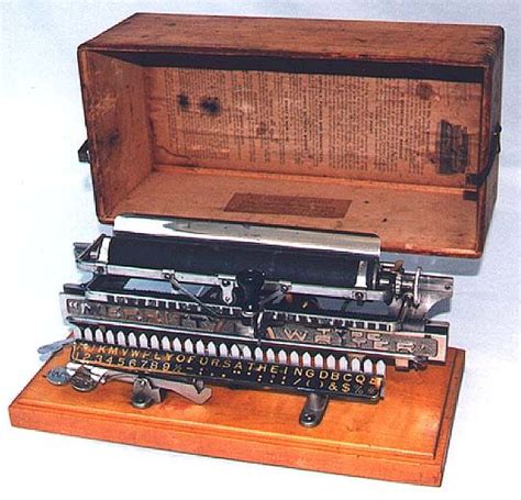 Yasma Maroon merritt early typewriter daktilolar typewriters