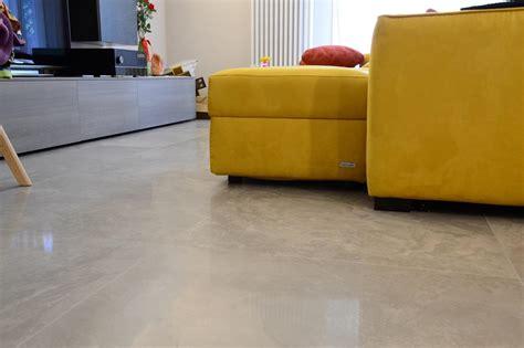 piastrelle lucide pavimento gr 232 s porcellanato levigato un pavimento lucido a specchio