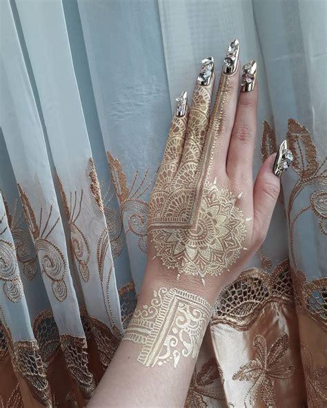 fashionable gold henna tattoos  temporary style