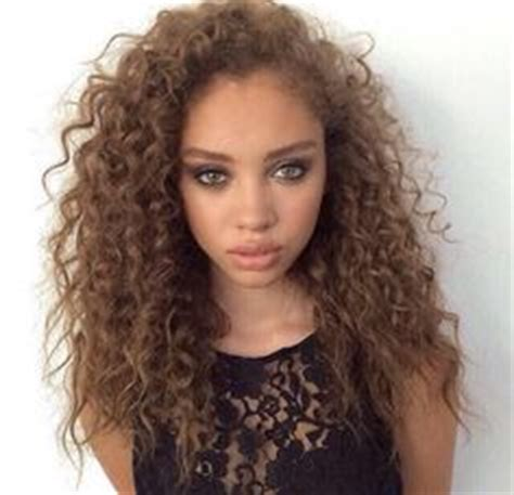 Light Brown Curly Hair by 1000 Ideas About Brown Curly Hair On Curly Hair Brown Hair Extensions And Bangs