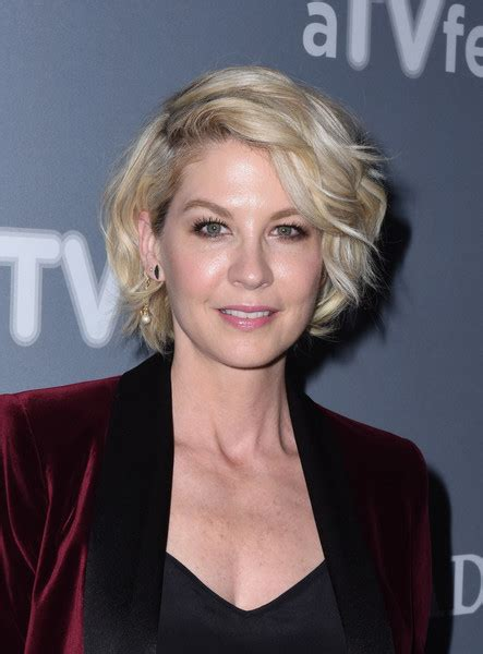 does jenna elfmans hair look better long or short jenna elfman curled out bob short hairstyles lookbook