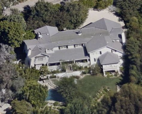 ashton kutcher and mila kunis house ashton and mila buy crib to bring up baby variety