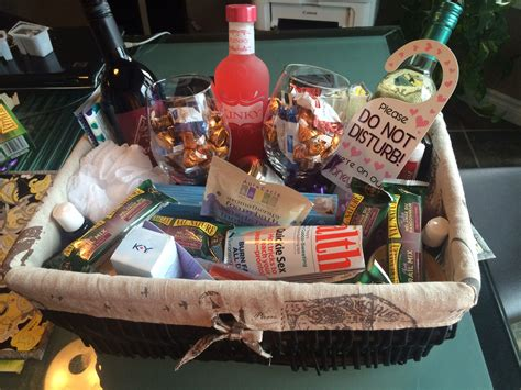 Wedding Shower Gift Basket Ideas by Honeymoon Gift Basket Ideas Bridal Shower