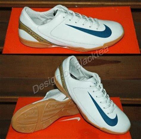 Sepatu Futsal Batik model terbaru busana i pakaian i kaos switcher i celana i