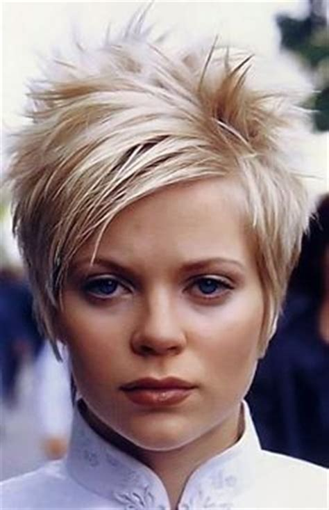 razor haircuts for women over 50 back view coupes de cheveux courts et impertinentes coiffures