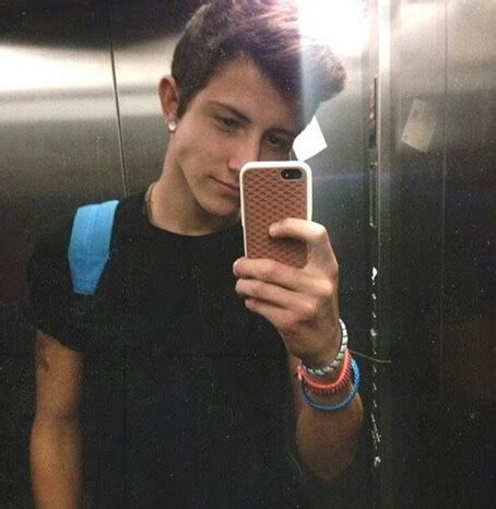 cute average guy selfie image about mirror selfie cute guy in mirror selfie by