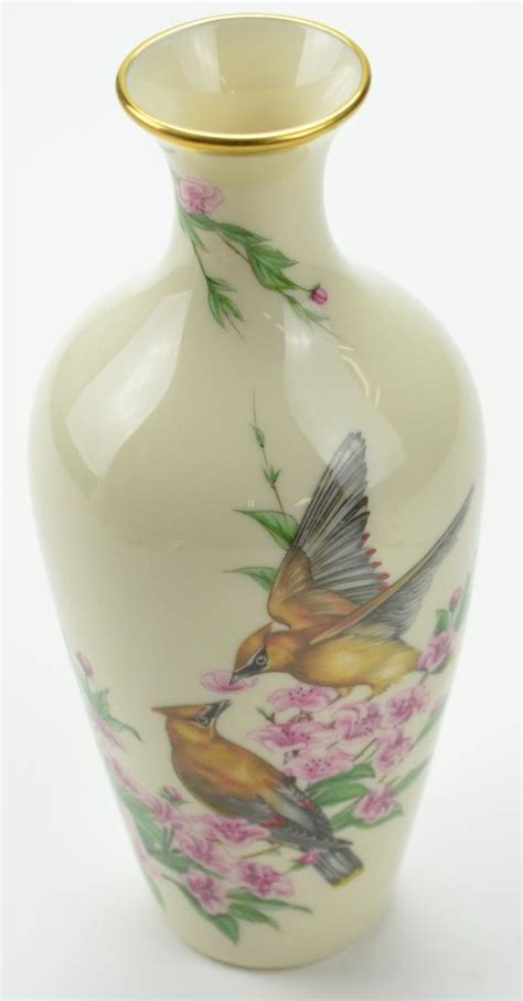 Lenox Vase Value by The Lenox Quot Gift Of Quot Vase With Bird Design Ivory