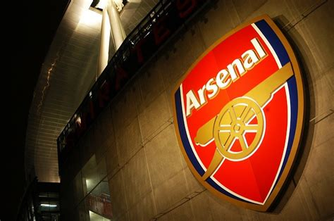 arsenal holdings plc arsenal football club becomes the first team to sign
