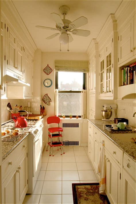 giulia s galley kitchen from apartment therapy link to