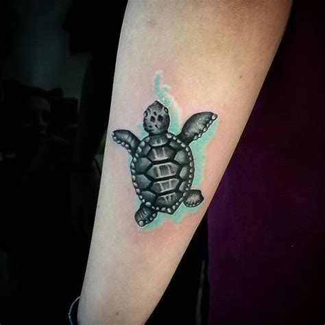 simple turtle tattoo the 25 best turtle tattoos ideas on sea
