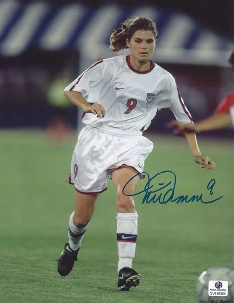 biography book on mia hamm online sports memorabilia auction pristine auction