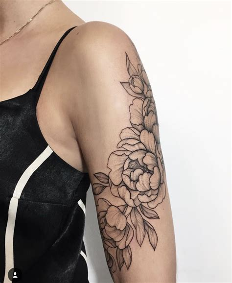 cute sleeve tattoos in with this floral arm tattoos inspo