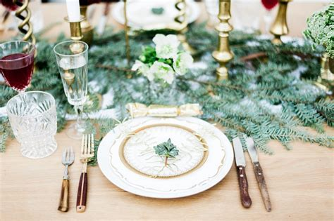 create your own last minute foraged christmas table