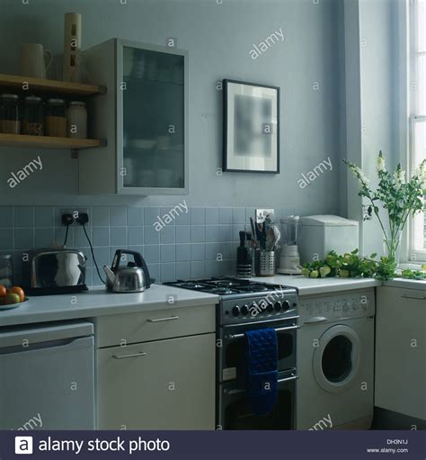 Kuche Washing Machine by Opaque Glass Front Cabinet On Wall Above Gas Oven And