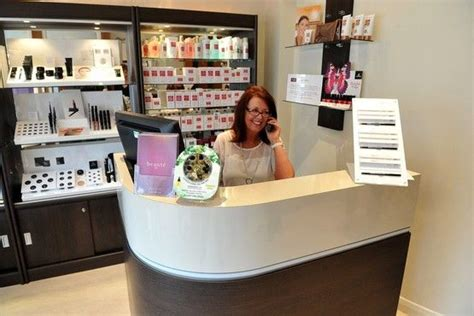 nail salon reception desk prachtige balie entree salon pinterest salons