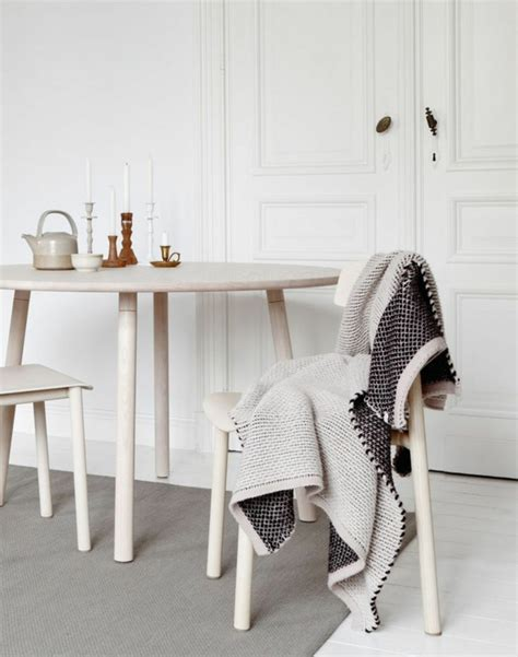 weiße stühle holz rustikal esszimmer dekor