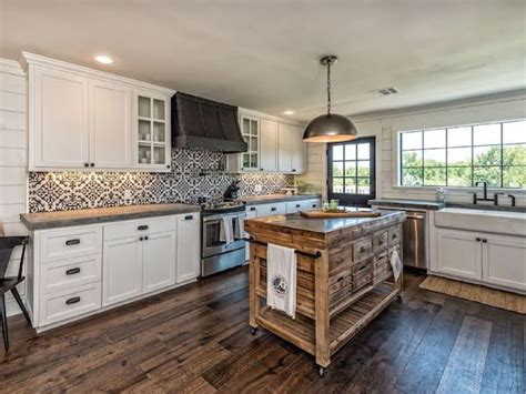 Hgtv Kitchen Backsplashes by You Can Now Rent The Fixer Upper Bardominium